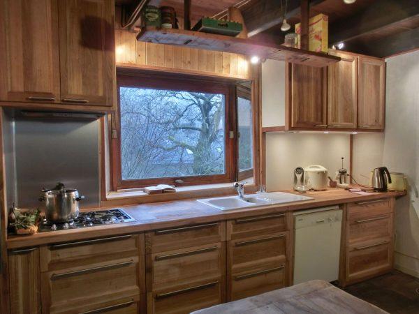 Cuisine en chêne massif, étagère et intérieure de tiroir en hêtre