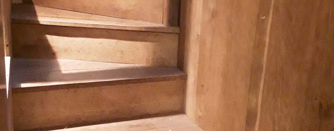 Escalier sur mesure, balancé, deux quarts tournant