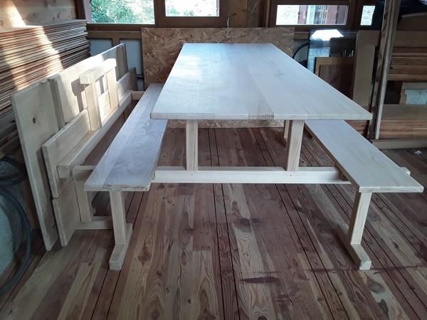 Table et bancs démontable en chêne, hêtre,  frêne, merisier et châtaigner