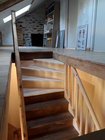 Ajout d'un quart tournant pour les quatre dernières marches  d'un escalier droit pour échapper une ferme sous toiture.