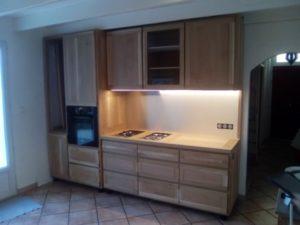 Réalisation d'une cuisine à 2 modules, ici le module cuisson (2 dominos et un four)